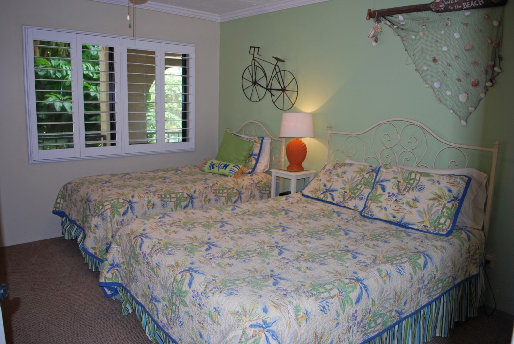 Guest bedroom w/ queen &  twin bed