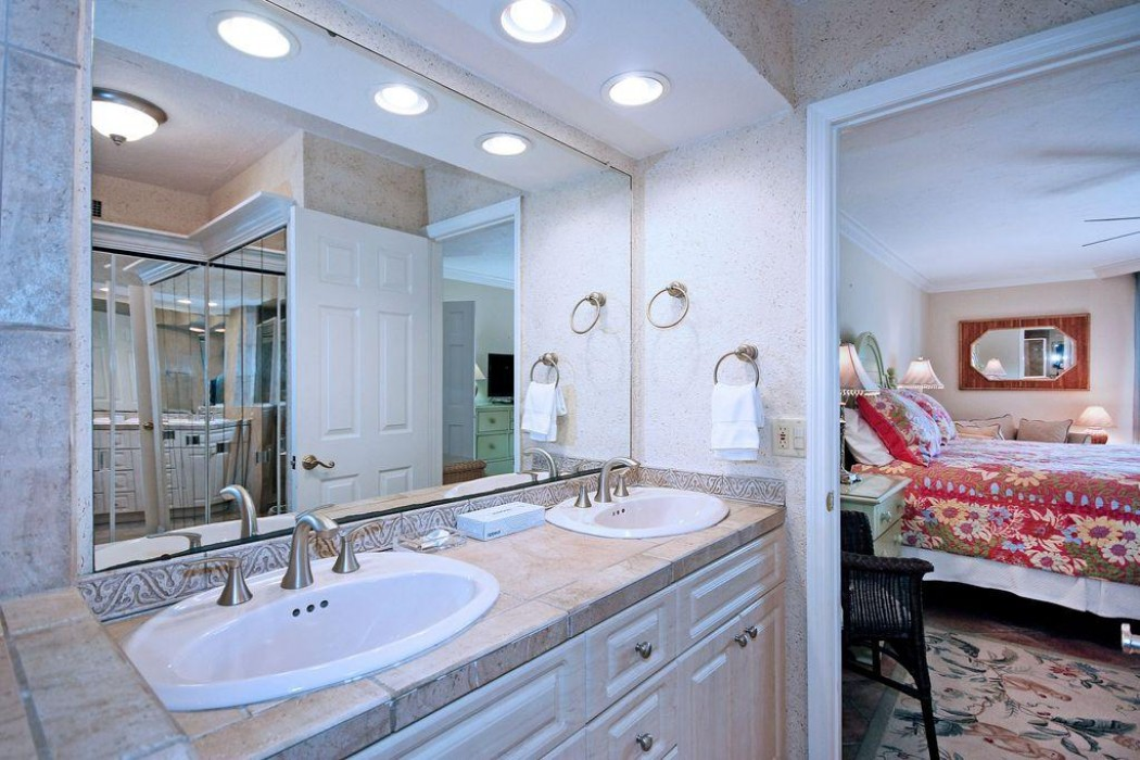 Twin sinks in the master bath