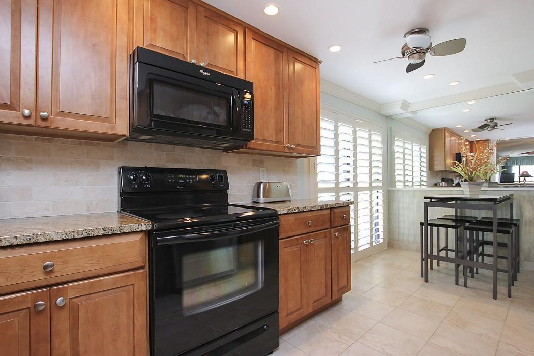 Kitchen - bright with window views