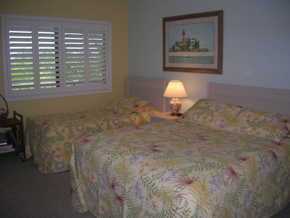 Guest bedroom w/queen & twin mattresses and private entrance bathroom