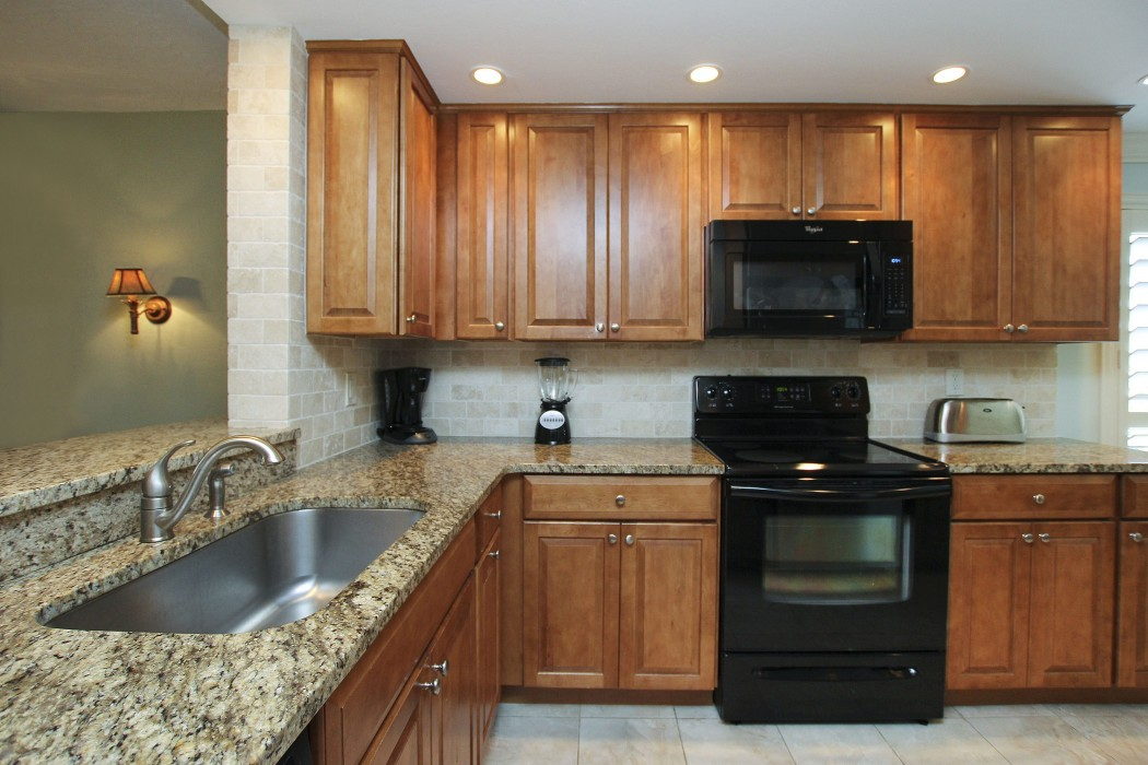 Kitchen - beautiful granite and maple cabinets