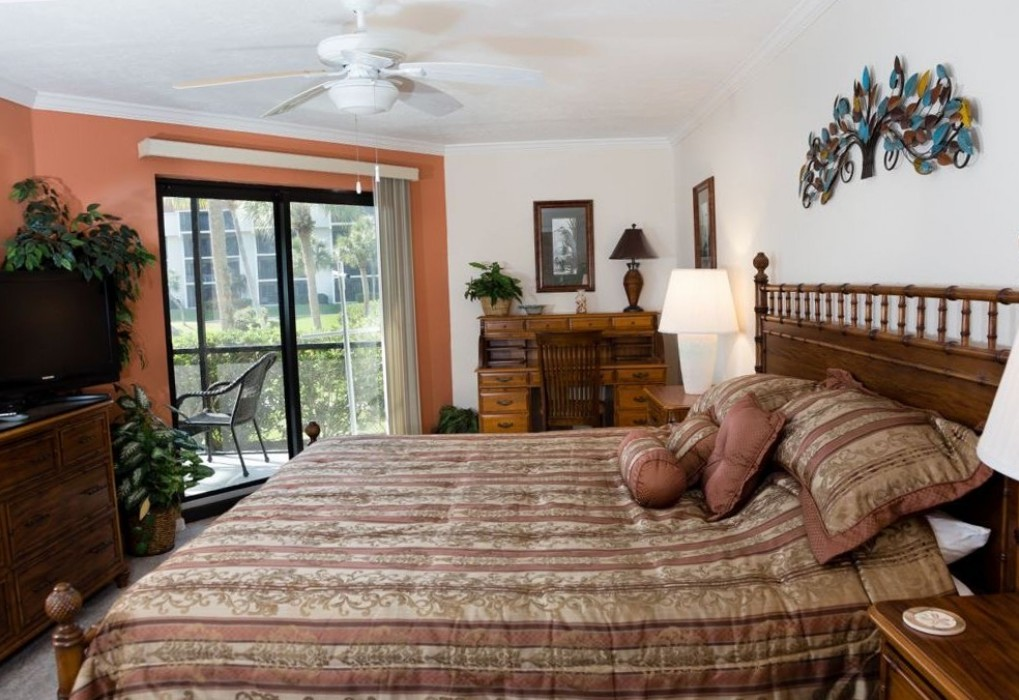 Master bedroom with walkout to lanai.