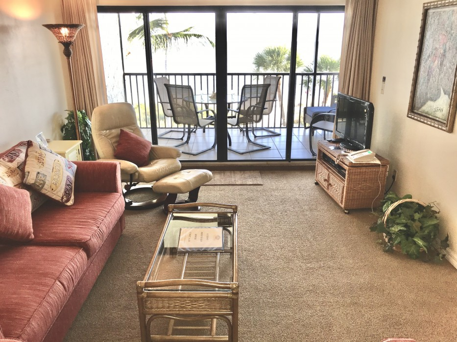 The family room, looking at the beach