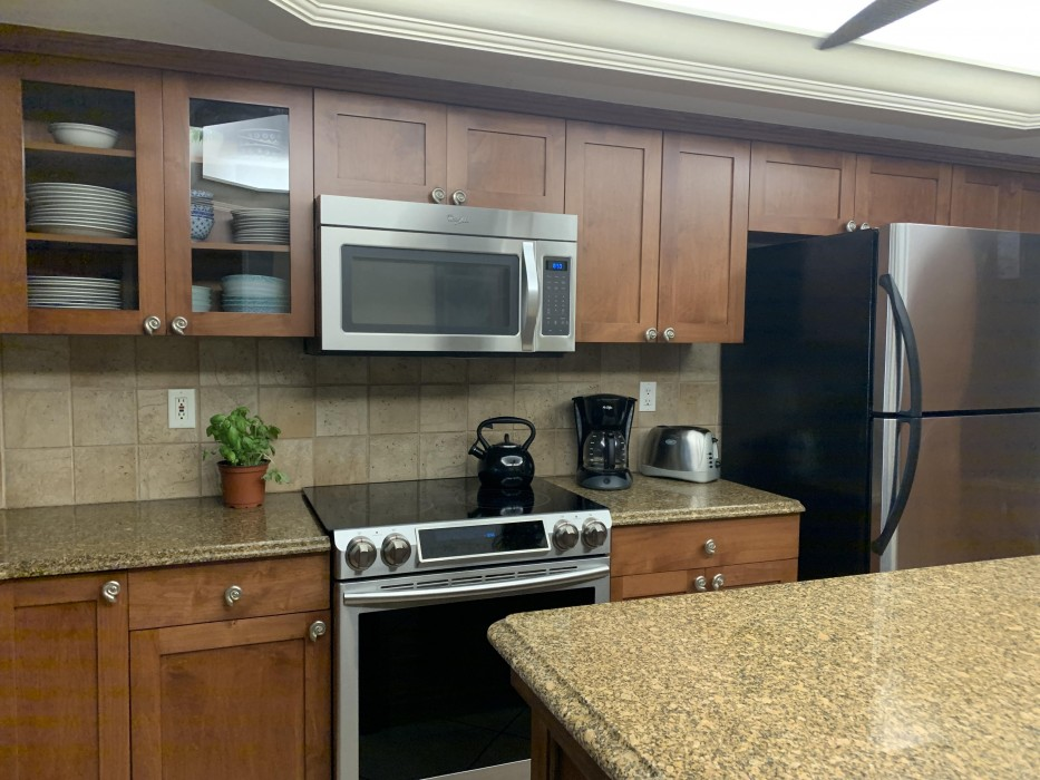 Stainless appliances, fully equipped with loads of small appliances. Dine in or eat out.