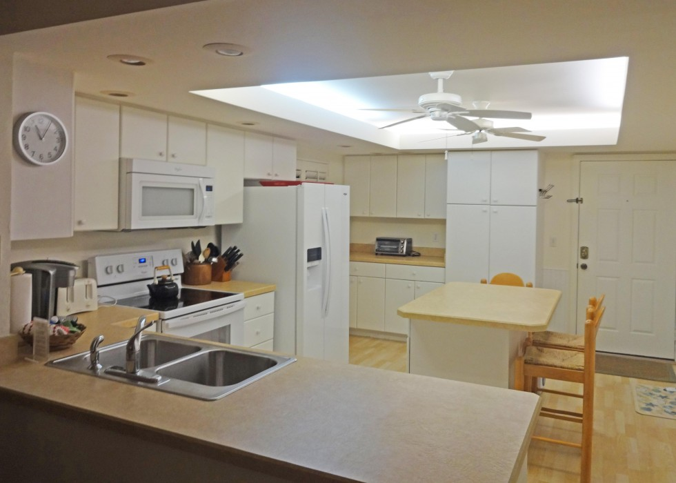 Eat in kitchen, fully equipped for family cooking