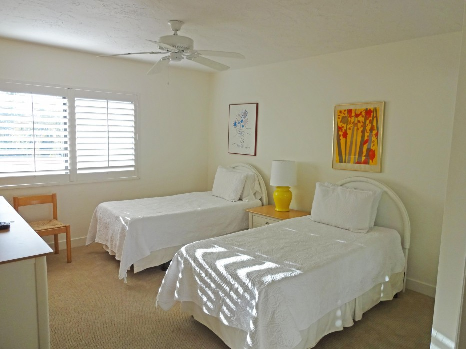Guest room with 2 beds and a TV