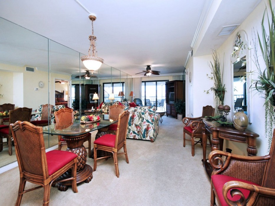 Large unit, professionally decorated, very airy!