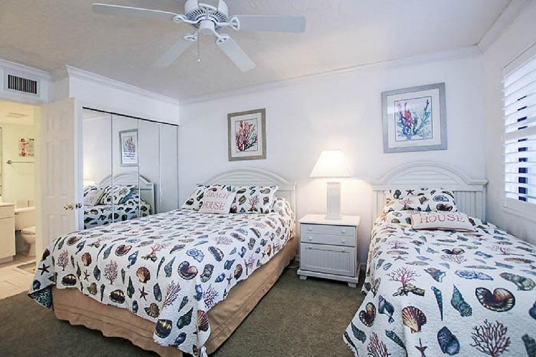 Guest bedroom - queen bed and a twin bed