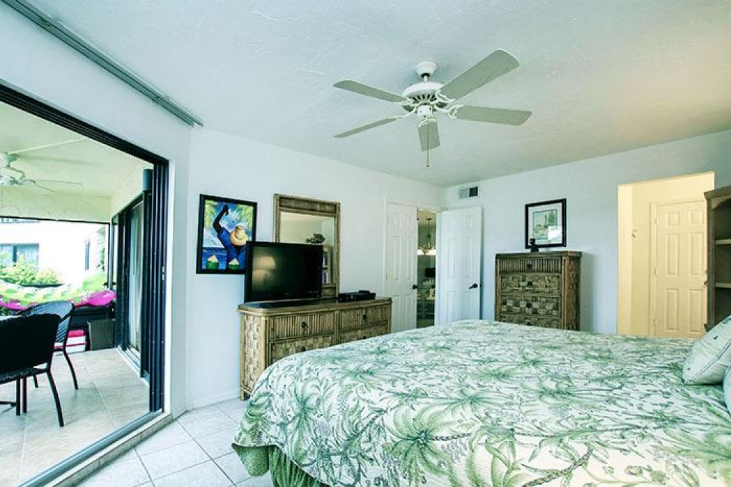 Master bedroom - sliders to the lanai