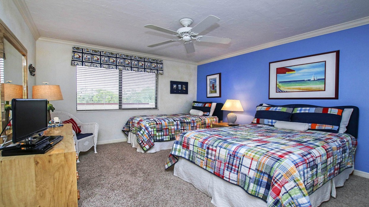 The guest bedroom's double and twin beds offer sleeping options for 2-3 more guests.  The adjacent bathroom is equipped with a combination tub/shower.
