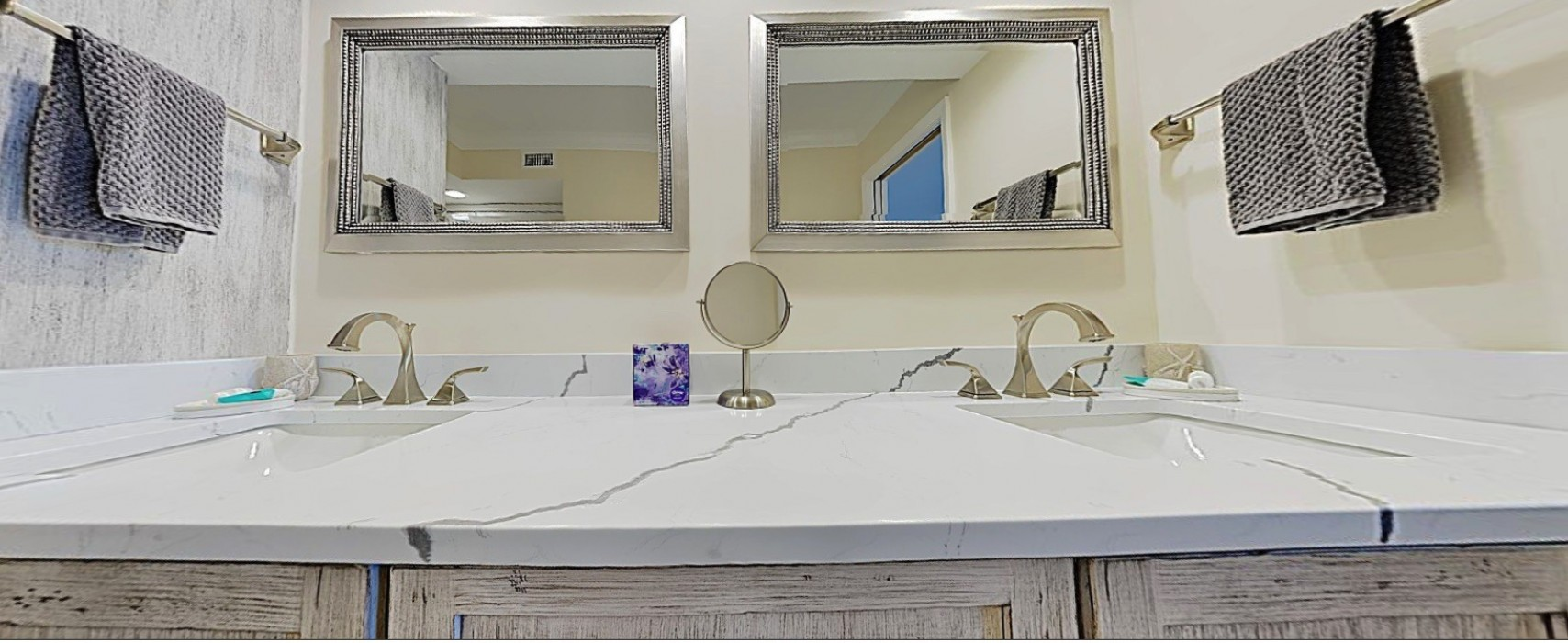 E45: Double Sinks Large Quartz Counter Top