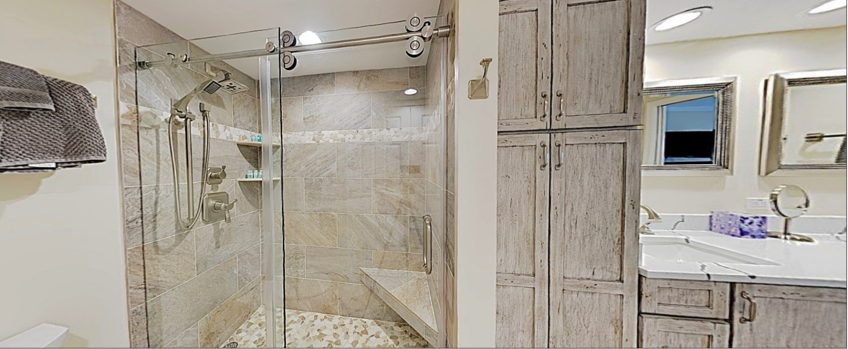 E45: Luxury Walk-in Shower Unit