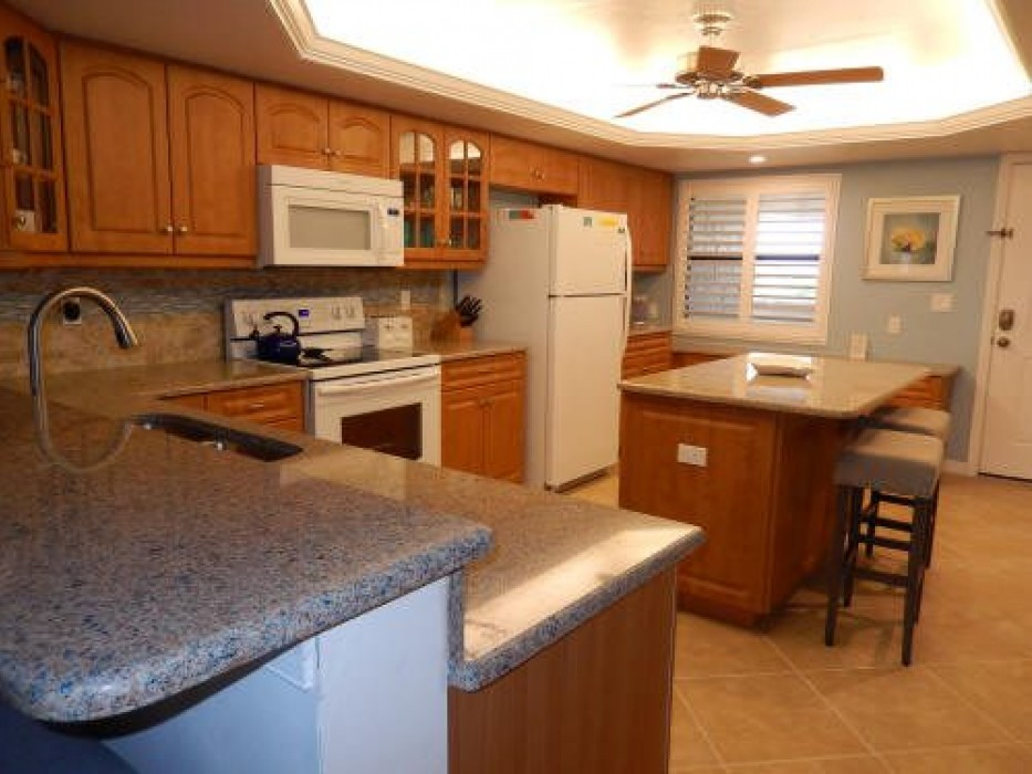 Full equipped kitchen with spacious island