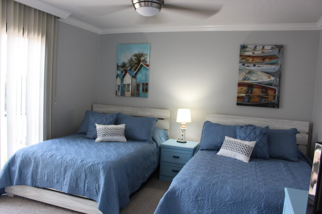 2nd bedroom with 2 full beds